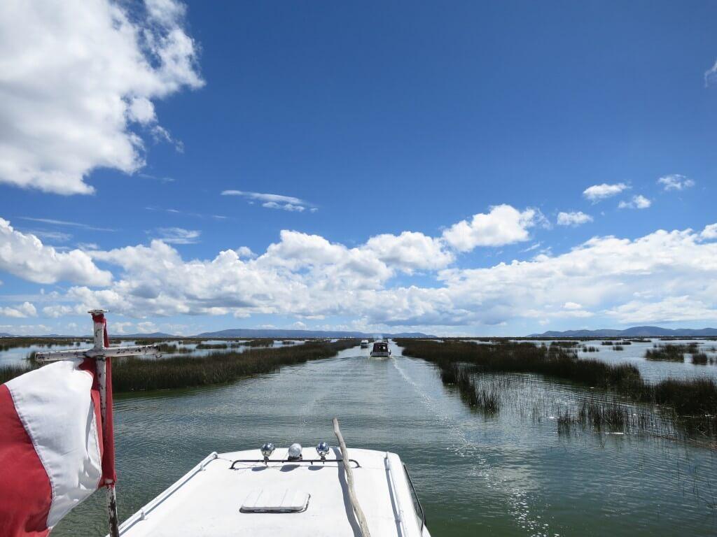 ウロス島 ツアー ボート 遅い