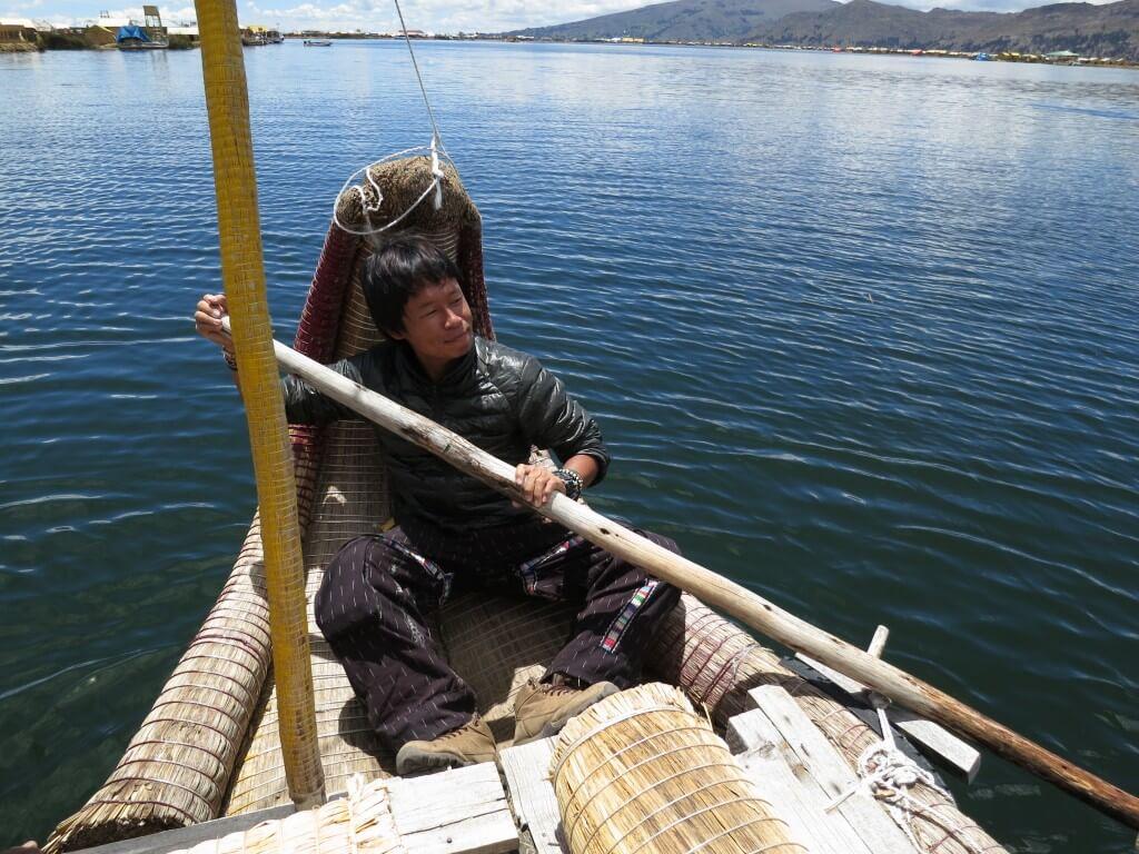 チチカカ湖の浮島ウロス島は観光地化されているけど面白いよ!
