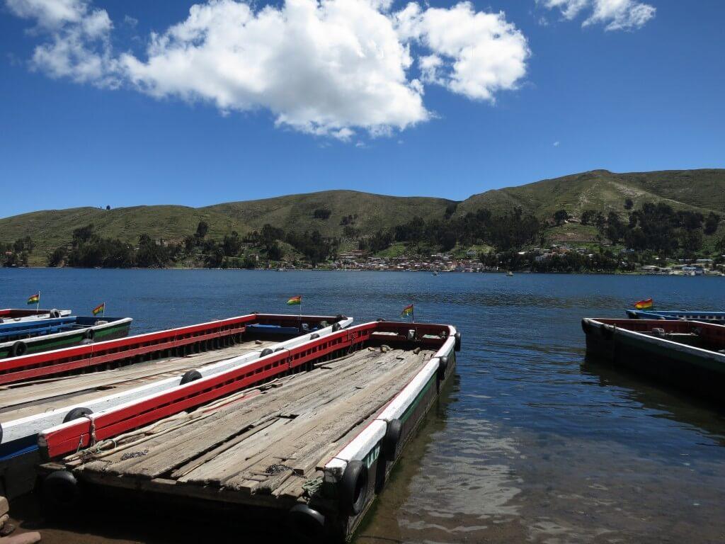コパカバーナ ラパス ボート バス ボリビア