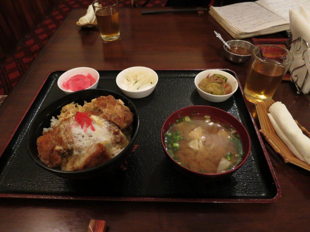 ラパスの日本食堂けんちゃんで日本食を!カツ丼最高やぁ!!