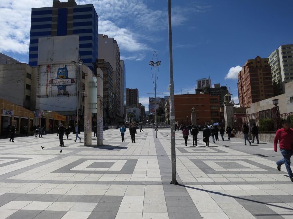 ボリビアの事実上の首都ラパスは都会!最初の目的の「ハカランダ材」のギターを手に入れるよ!