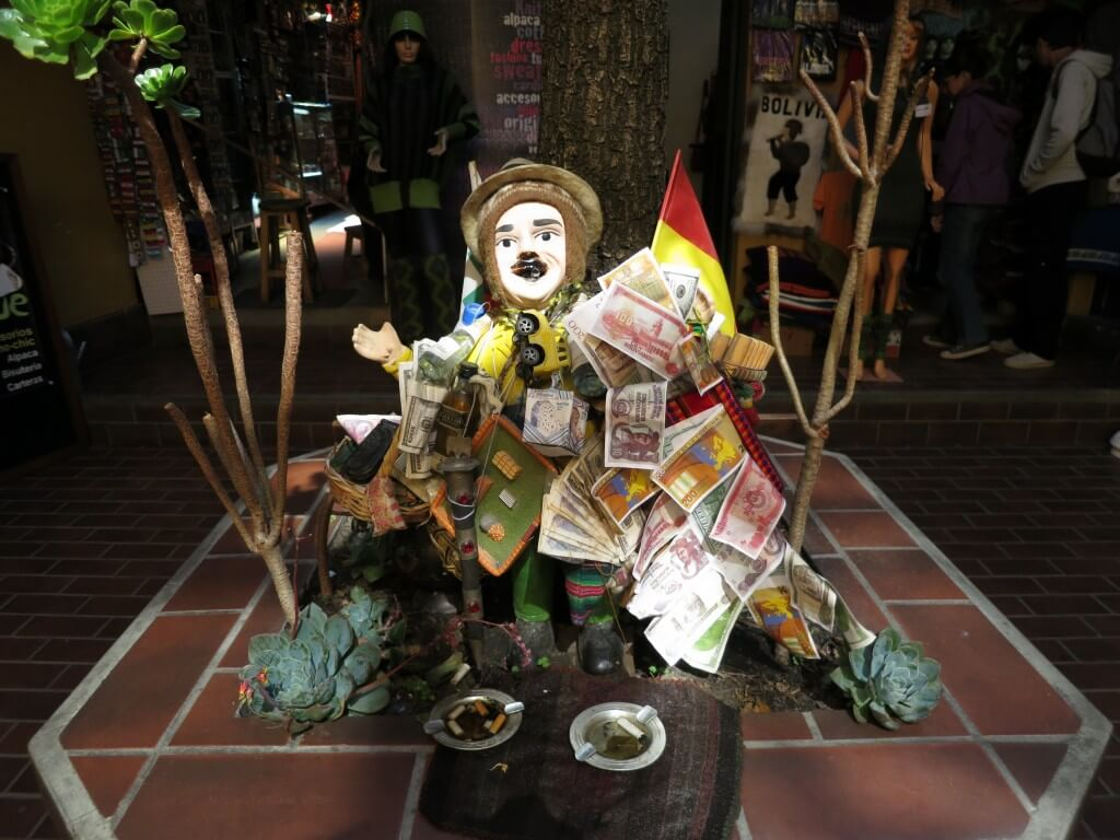 ボリビアお土産!ラパスの「Calle linares通り」で「エケコ人形」を買うよ!