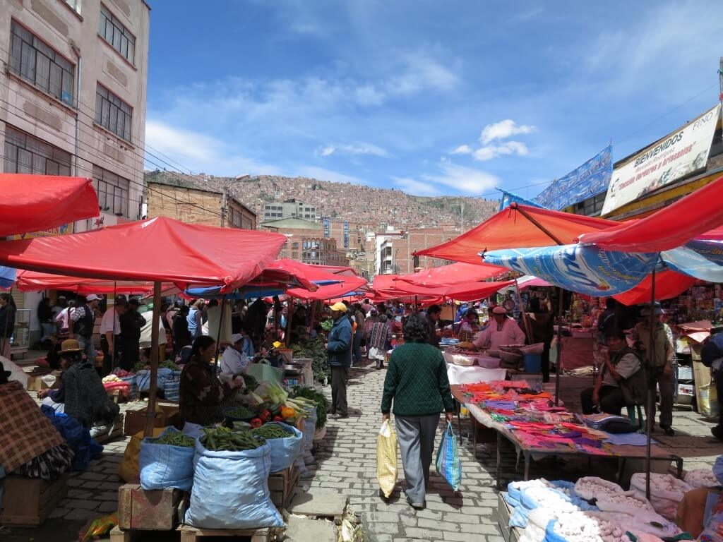 ボリビアの観光でラパスのマーケットでは「オレンジジュースのおかわり」ができる!?