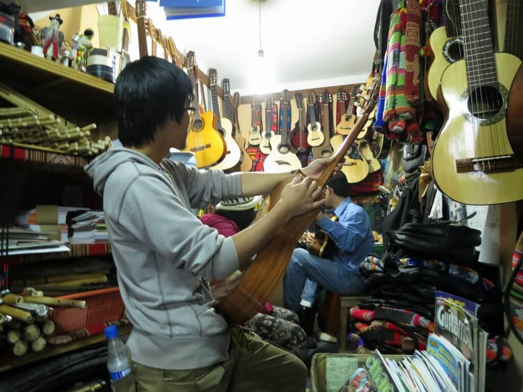 ハカランダギター 楽器屋 ラパス ボリビア