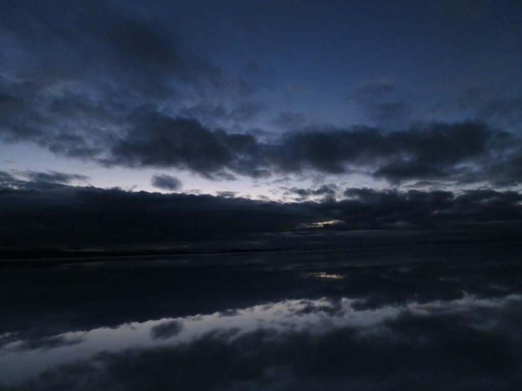 ウユニ塩湖 鏡張り 朝日ツアー ボリビア