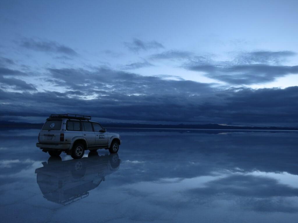 ウユニ塩湖 鏡張り TOYOTA トヨタ