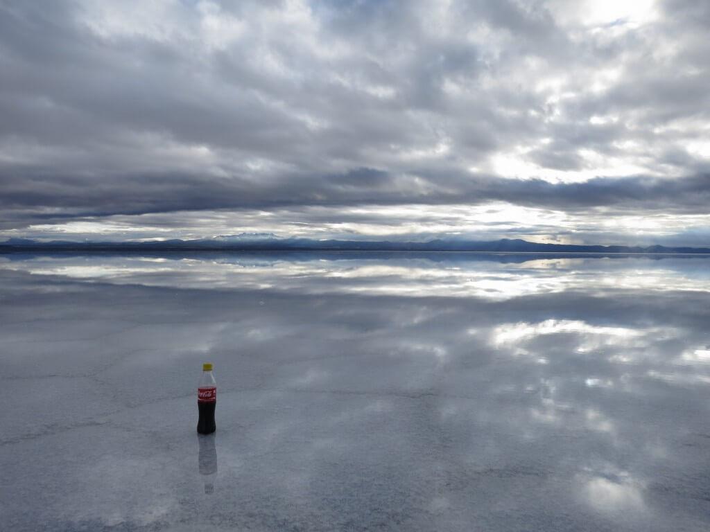 今日のコーラ ウユニ塩湖の鏡張りとコーラ