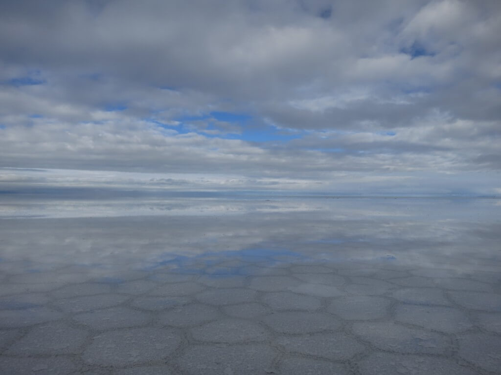 ウユニ塩湖 鏡張り 朝日ツアー 6角形の塩 ボリビア