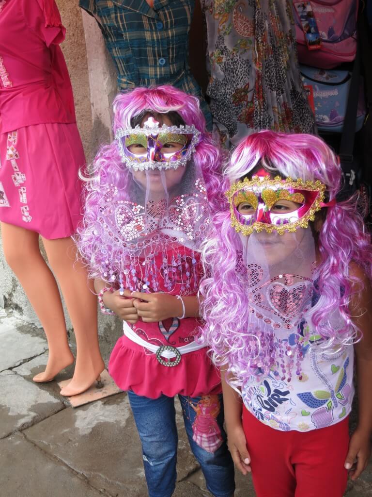 ウユニ 水かけ&泡かけ祭り 女の子