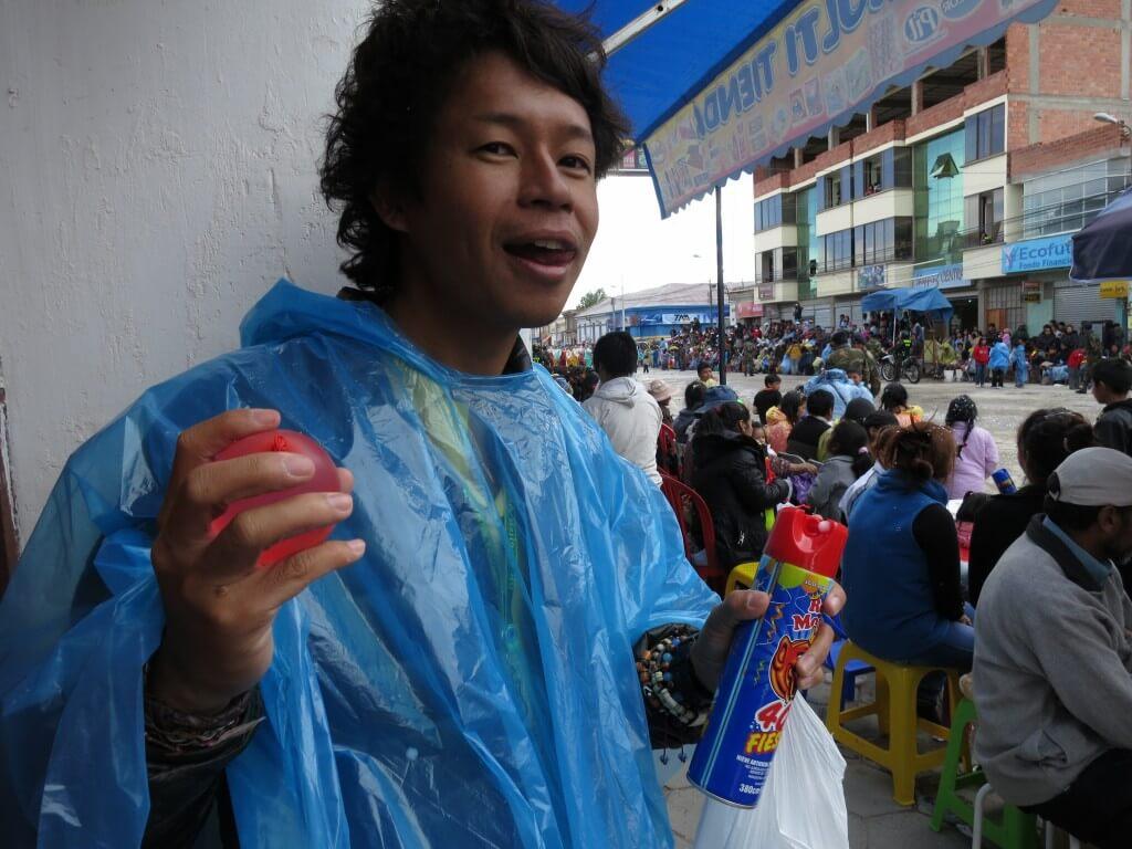 いざ日本男児 ウユニのカーニバルで戦闘開始です!!