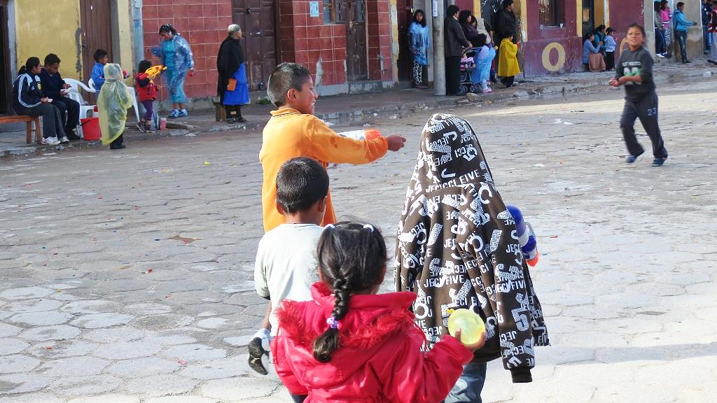 南米3大カーニバルのオルーロのカーニバルでなくウユニで水かけ祭りとは?