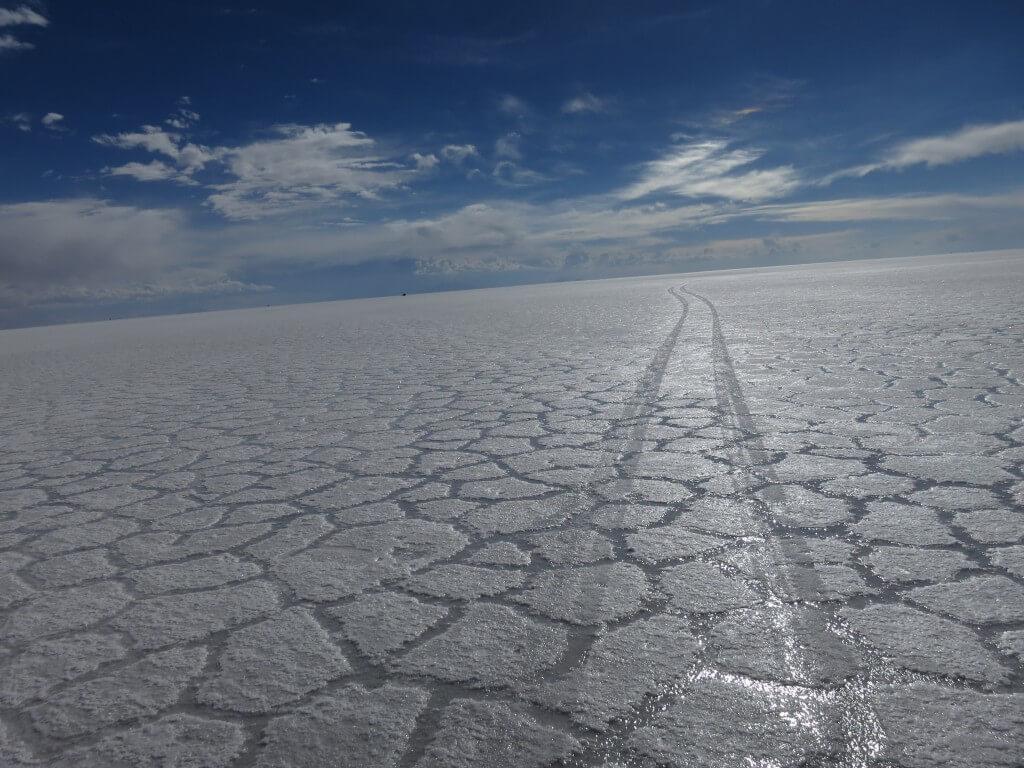 昼間のウユニ塩湖でトリック写真!水がない!?ピンチ!!