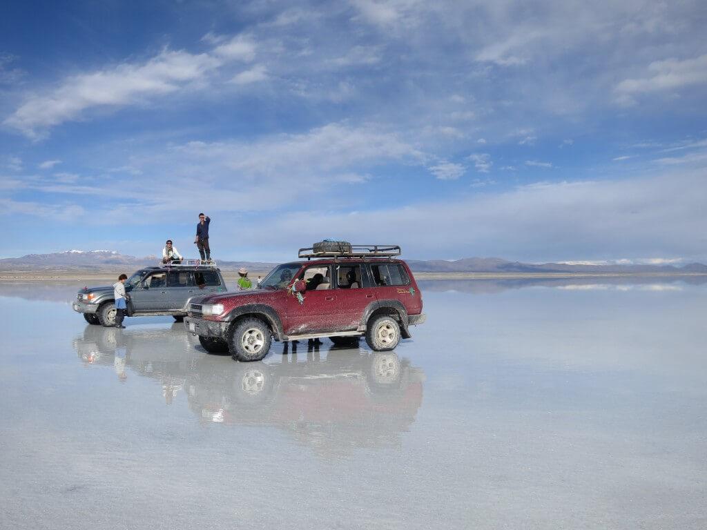 ウユニ塩湖でトリックアート写真!うまくいくかな!?