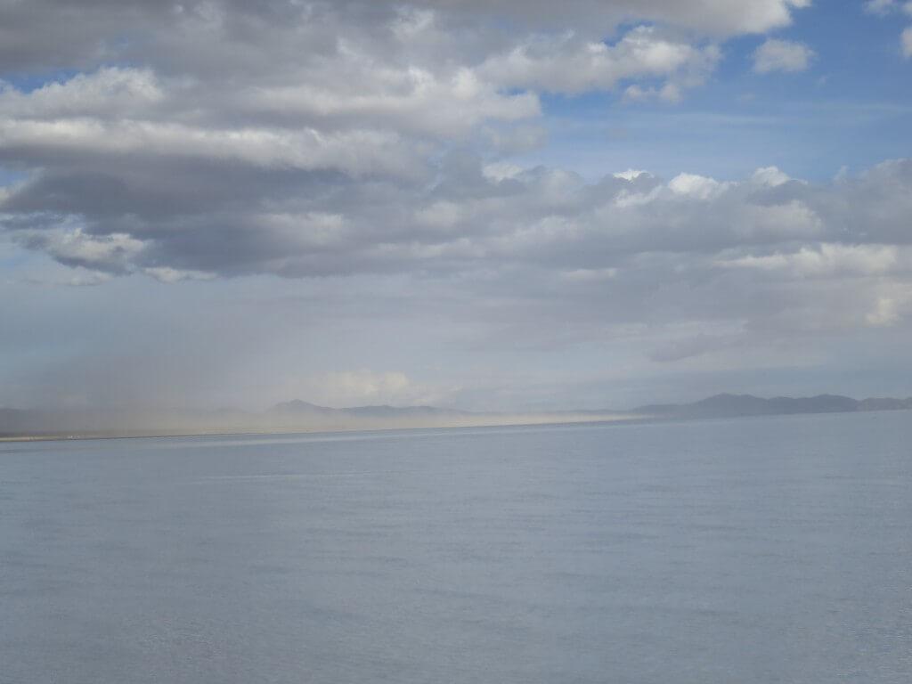 ウユニ塩湖 悪天候 風が強い ボリビア