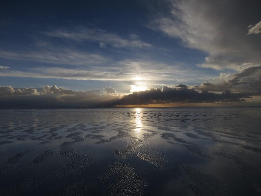 ウユニ塩湖 悪天候 風が強い ボリビア 夕焼け