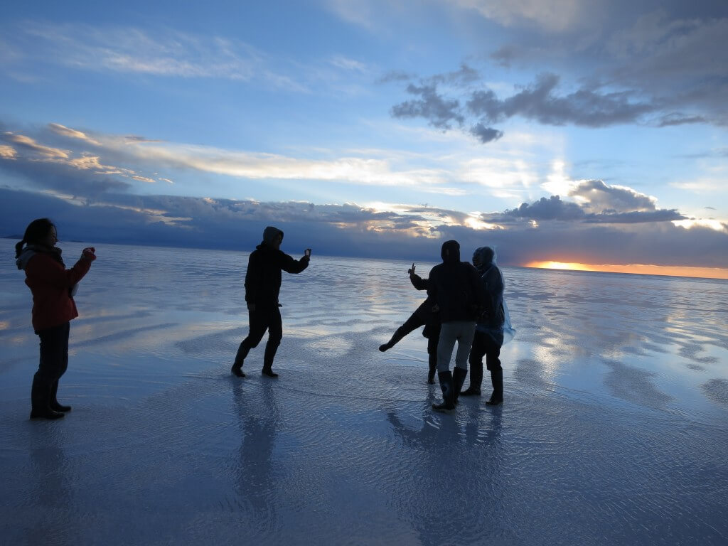 ウユニ塩湖 風が強い 台風中継 ボリビア