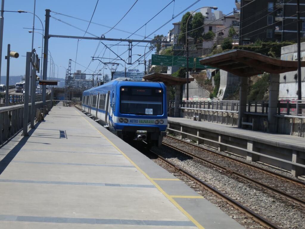 ビーニャからバルパライソの行き方は電車!