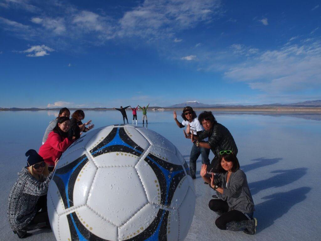 トリック写真 ウユニ塩湖 昼間 ボリビア