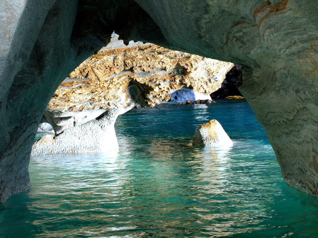 マーブルカテドラル cavernas-de-marmol トランキーロ