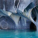 マーブルカテドラルのツアー!パタゴニアにある青く輝く大理石の洞窟とは?