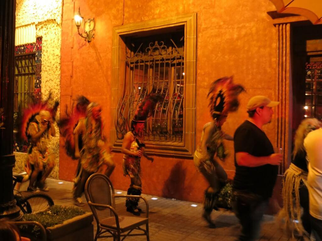 サンティアゴ観光!偶然夜中のパレードに遭遇!?