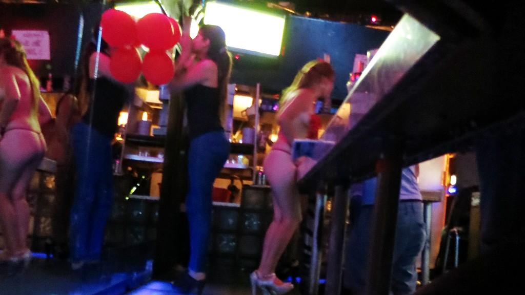 チリの風俗や夜遊びでサンティアゴの下着カフェ(脚カフェ)の中南米美女を紹介するよ