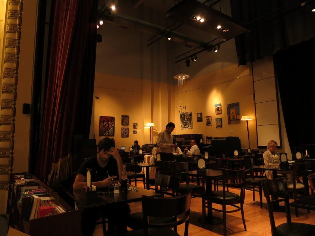 「世界で2番目に美しい本屋さん」El Ateneo(エル・アテネオ)のステージはカフェ!?