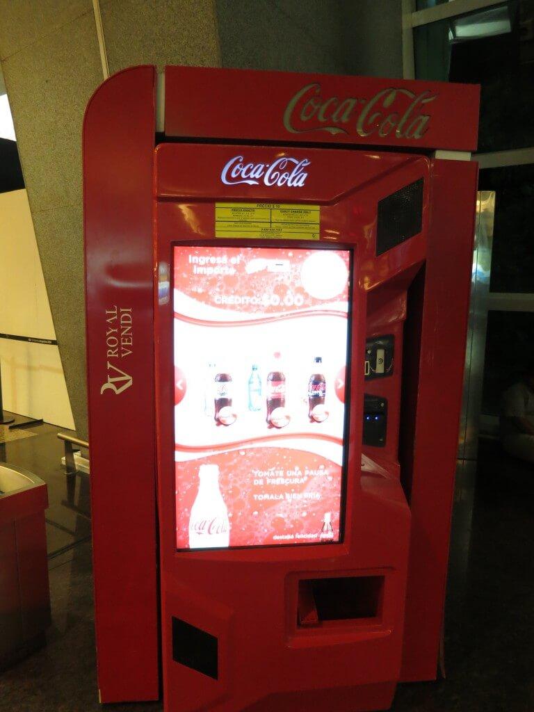 今日のコーラ 最新鋭の自動販売機