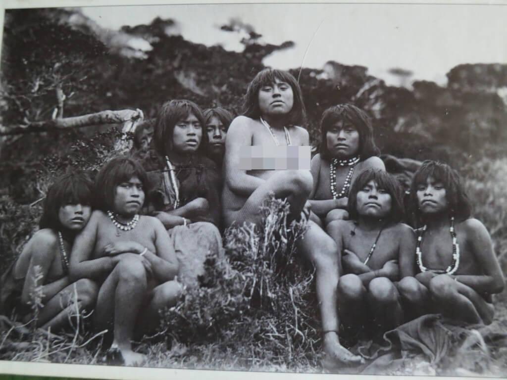 世界最南端の町ウシュアイアにいた先住民族のヤマナ族は裸族だった