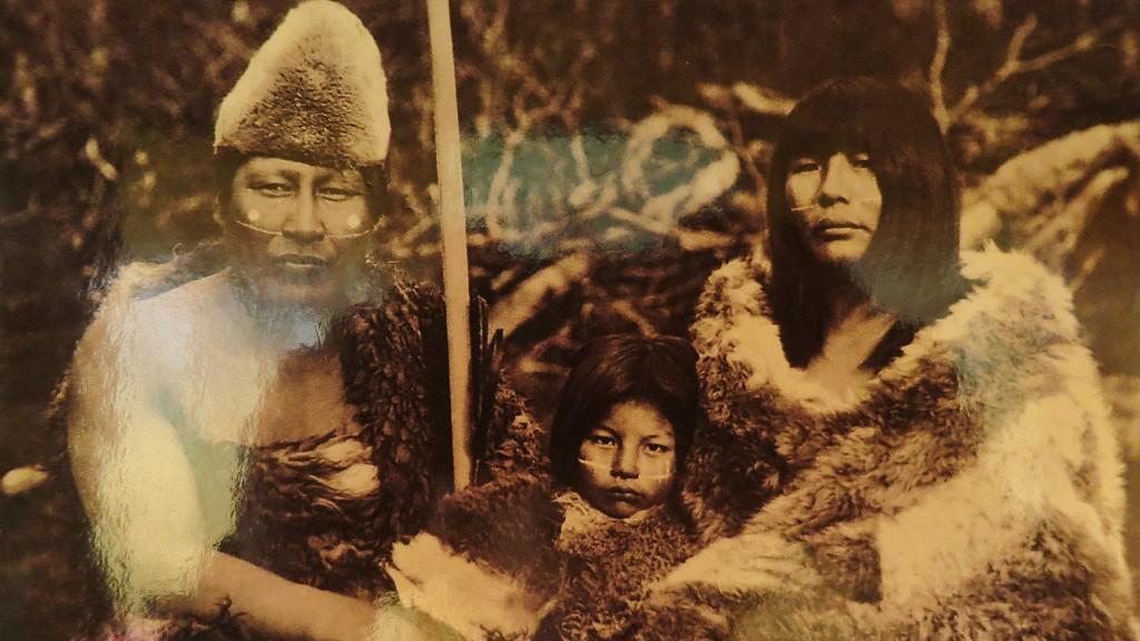 裸族のヤマナ族の画像はコスプレ!ヨーロッパから来た人により絶滅した理由とは?
