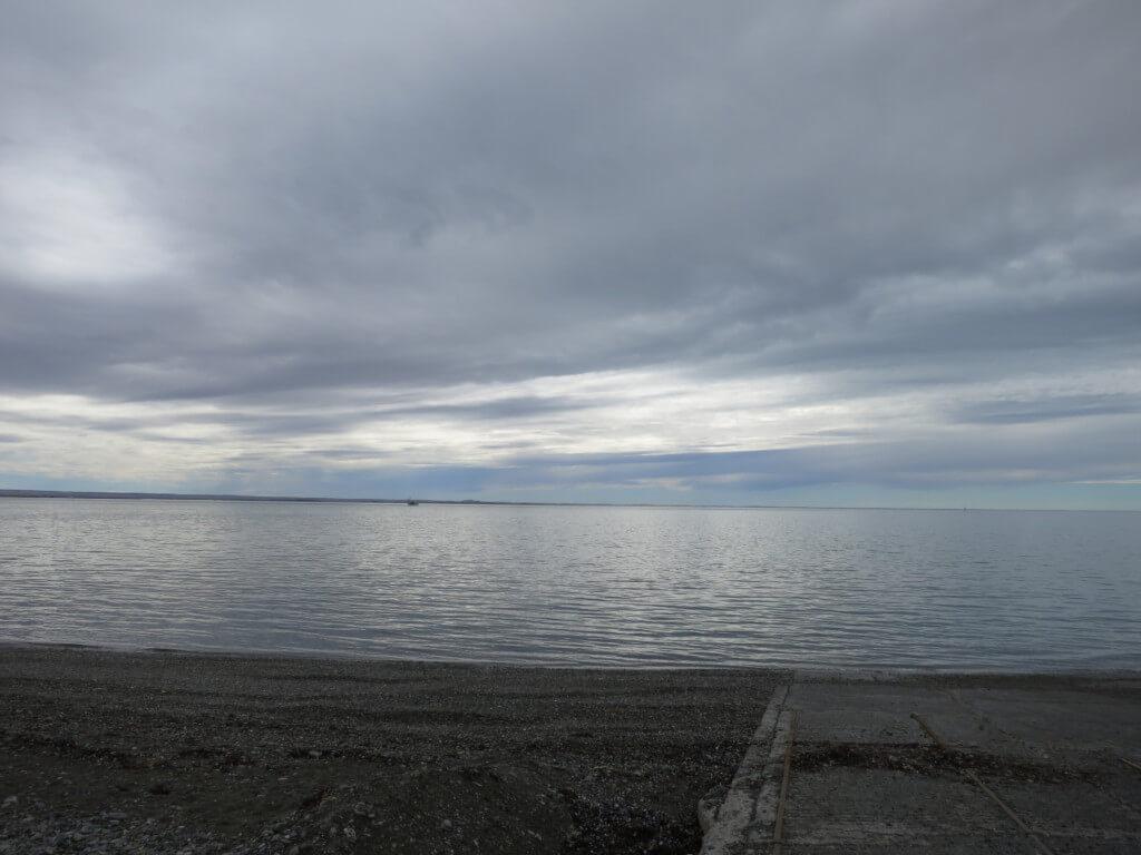 マゼラン海峡の場所は南アメリカ大陸南端とフエゴ島とを隔てる海峡にある