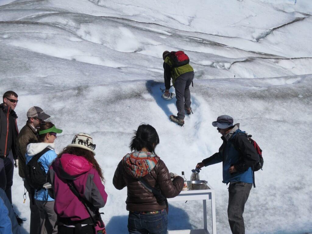 贅沢!ペリト・モレノ氷河の氷でウイスキーオンザロック!
