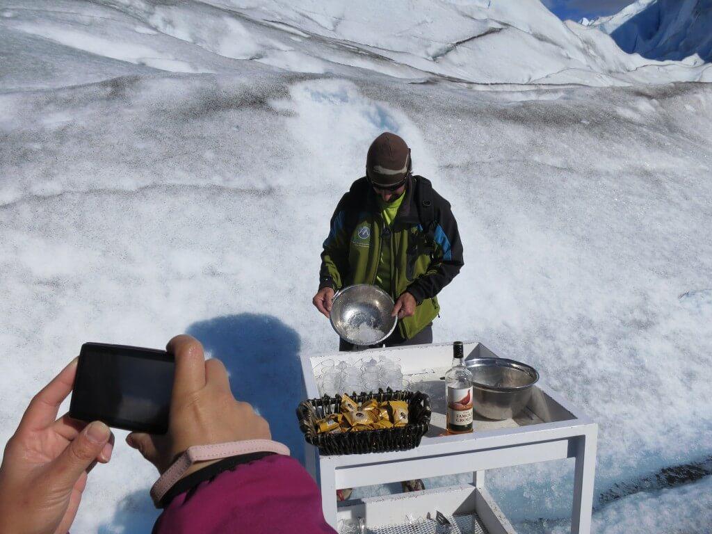 氷河の氷 ウイスキー チョコレート オンザロック トレッキング ロス・グラシアレス公園 ペリト・モレノ氷河 パタゴニア