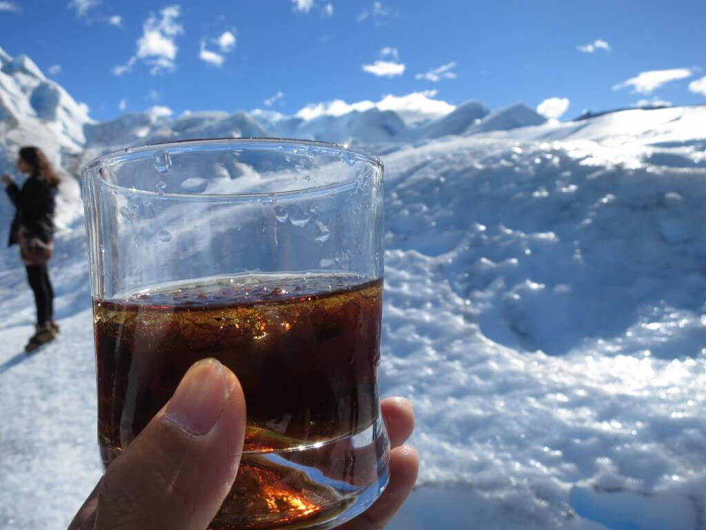氷河の氷 コークハイ チョコレート オンザロック トレッキング ロス・グラシアレス公園 ペリト・モレノ氷河 パタゴニア
