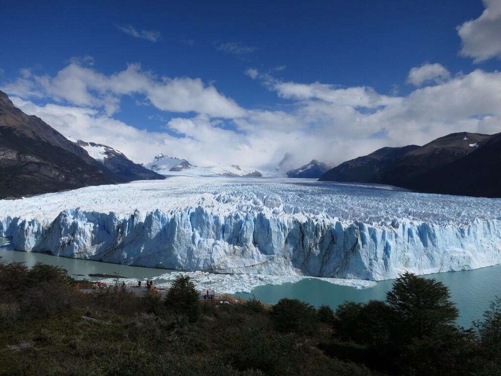 ペリト・モレノ氷河の崩落はすごかった!!ツアー参加必見ですよ!!