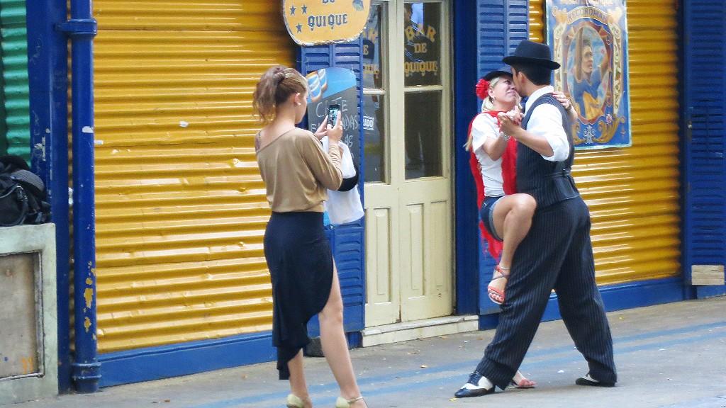 アルゼンチンの風俗でブエノスアイレスのストリップに潜入!男性女性用とある内容とは?