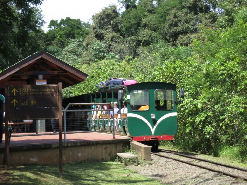 イグアスの滝 国立公園 電車 アルゼンチン