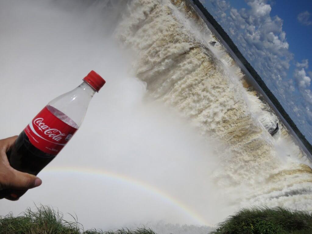 今日のコーラ イグアスの滝の悪魔の喉笛と