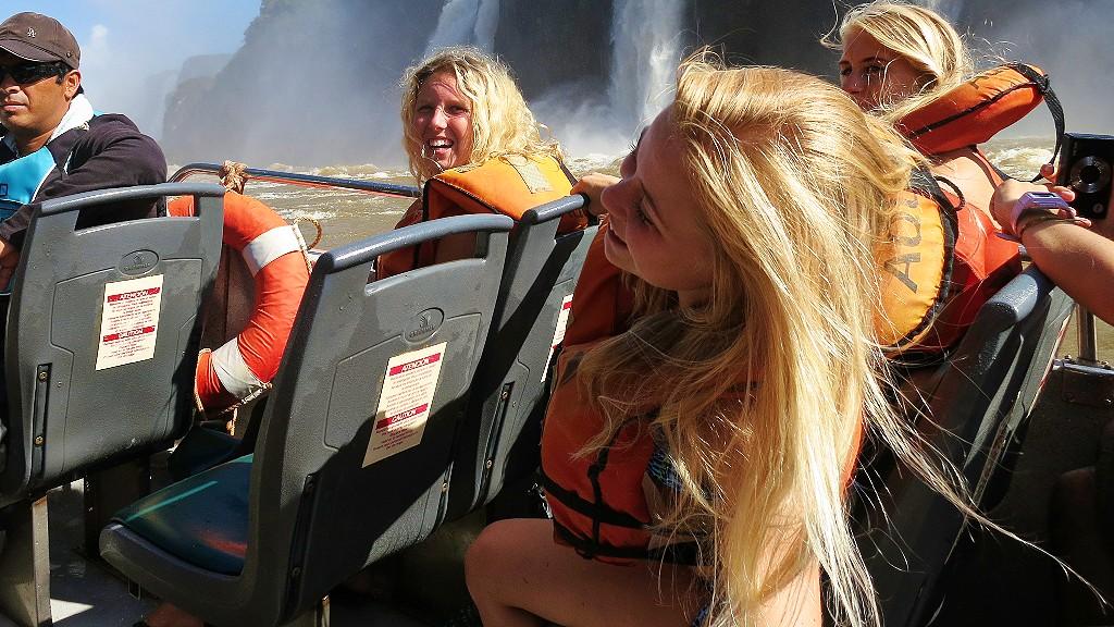 イグアスの滝のボートツアーに初めて行く人に料金や服装などの内容を紹介するよ