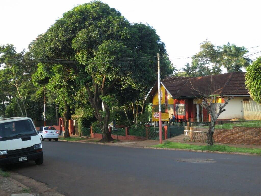 プエルト・イグアスの街で宿探しはココ!ブラジルビザも取得しやすいよ!