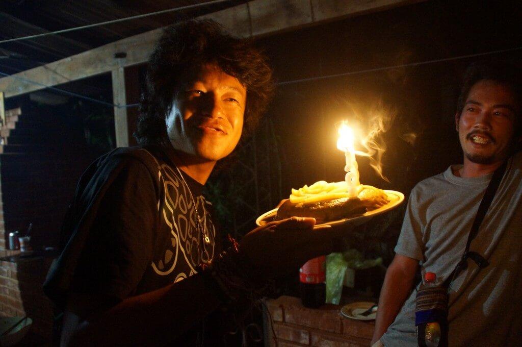 この日は3月31日。世界一周3度目の誕生日をパラグアイのイグアス居住区のペンション園田で祝ってもらう♪
