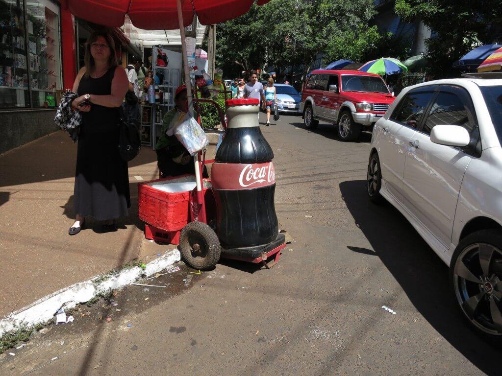 今日のコーラ シウダー・デル・エステの町中のコーラ売り