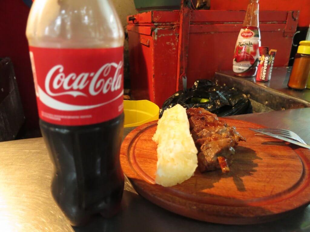 今日のコーラ アスンシオンの屋台の肉がうまい!