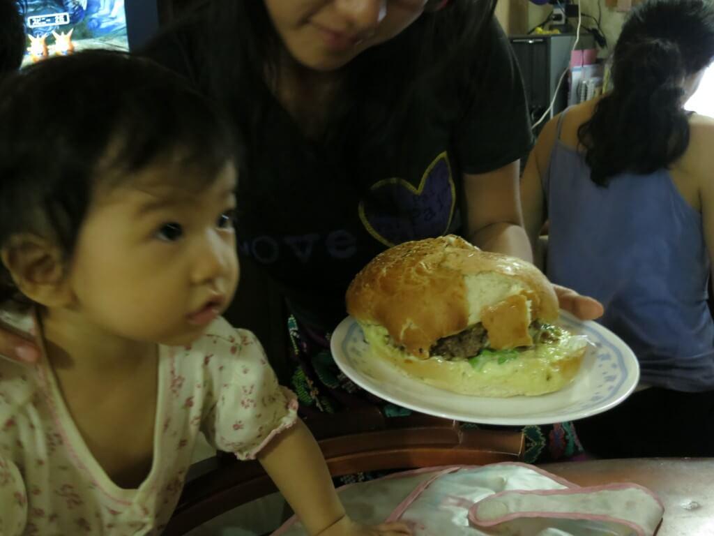 巨大ハンバーガー アスンシオン 民宿らぱちょ パラグアイ