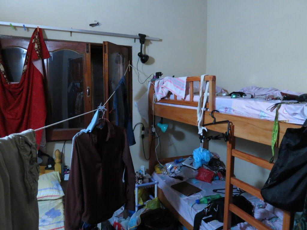 民宿らぱちょはバックパッカーの味方!全自動洗濯機は無料に収納スペースに各ベッドにライトにタコ足コンセントまで!!