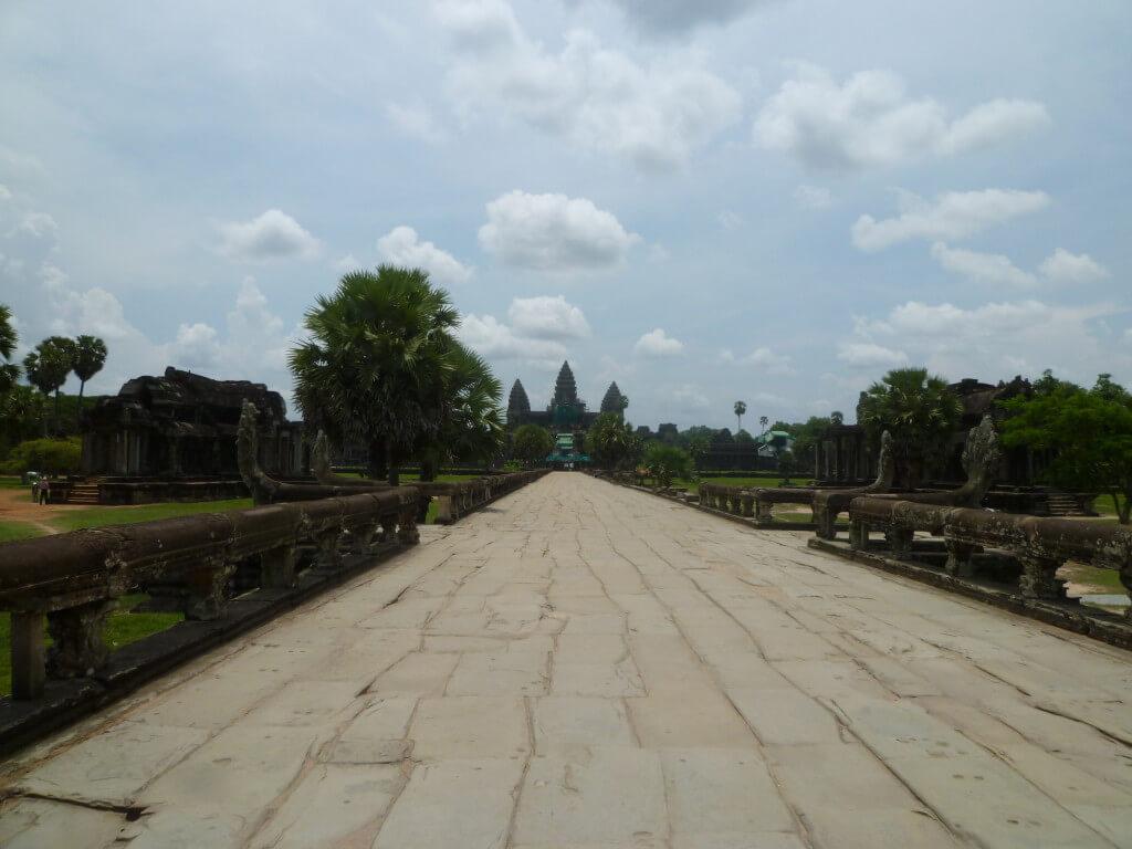 初めての海外旅行でおすすめはひとり旅や女子旅でも安心の東南アジアの国