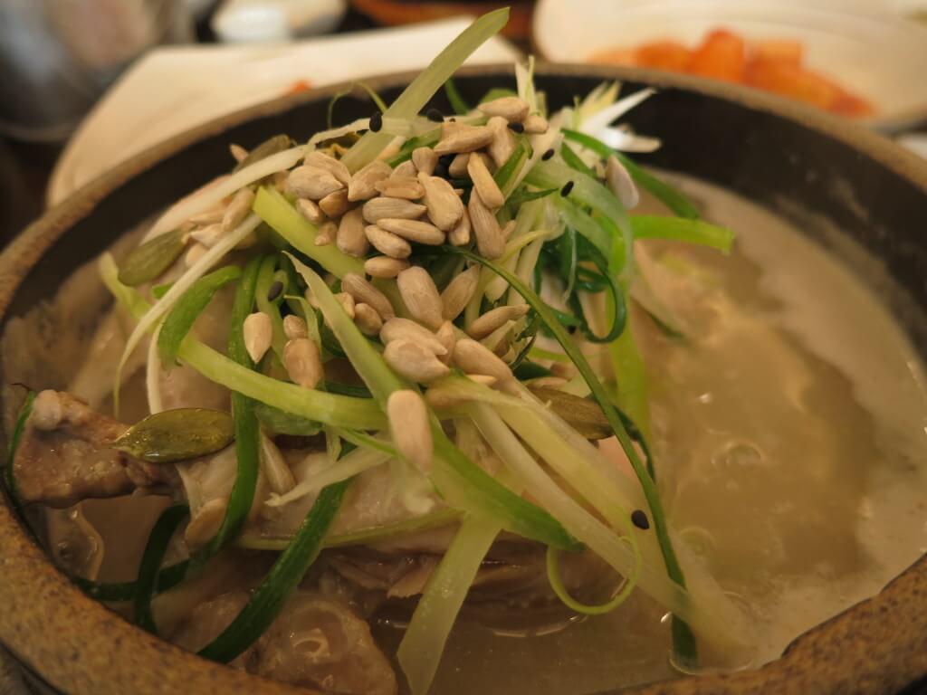 おすすめの韓国料理といったら定番サムゲタンにキムチにマッコリ