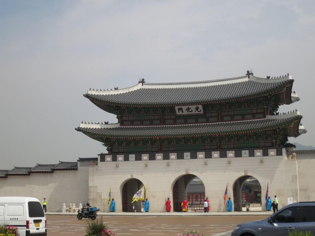 ソウルの景福宮(キョンボックン)を観光!チマチョゴリを着た韓国女子と写真を撮れるのか?