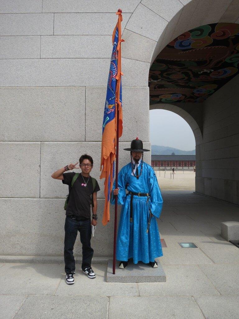 景福宮(キョンボックン)の光化門(クァンファムン)の守衛は王宮守門将交代儀式の時間