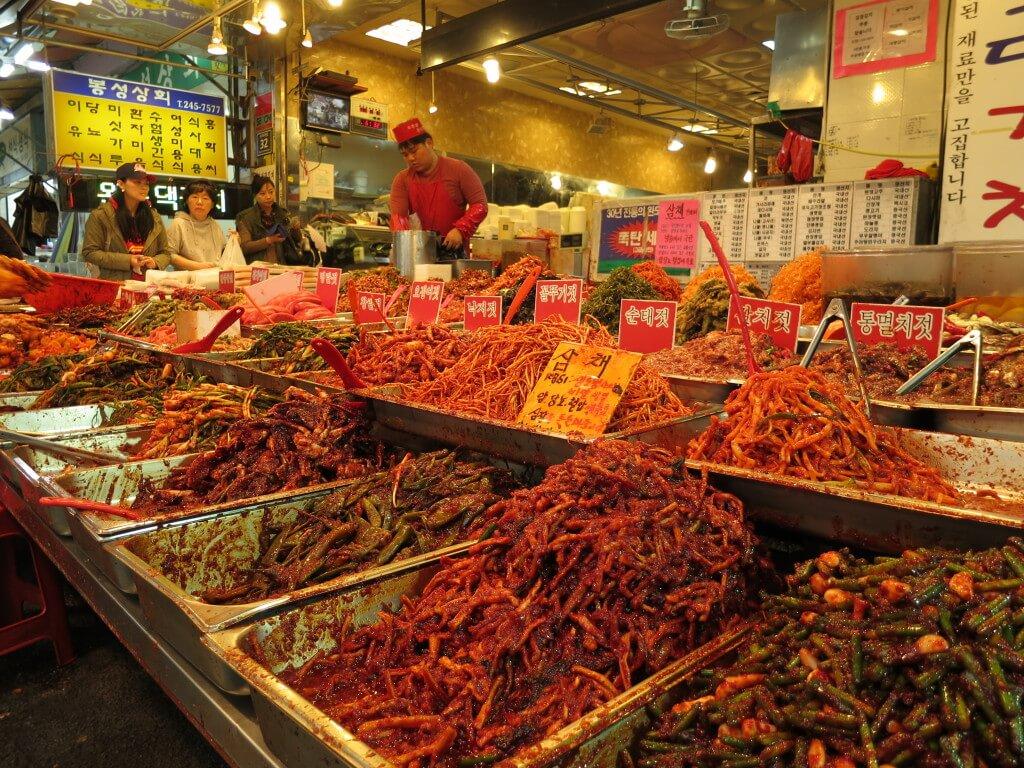 釜山のグルメでおすすめの国際市場はもうお土産から生活用品までなんでも揃っているし食べ物も安い